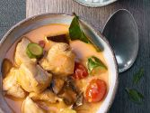 Pouletcurry mit roter Thai-Currypaste in Kokosmilch